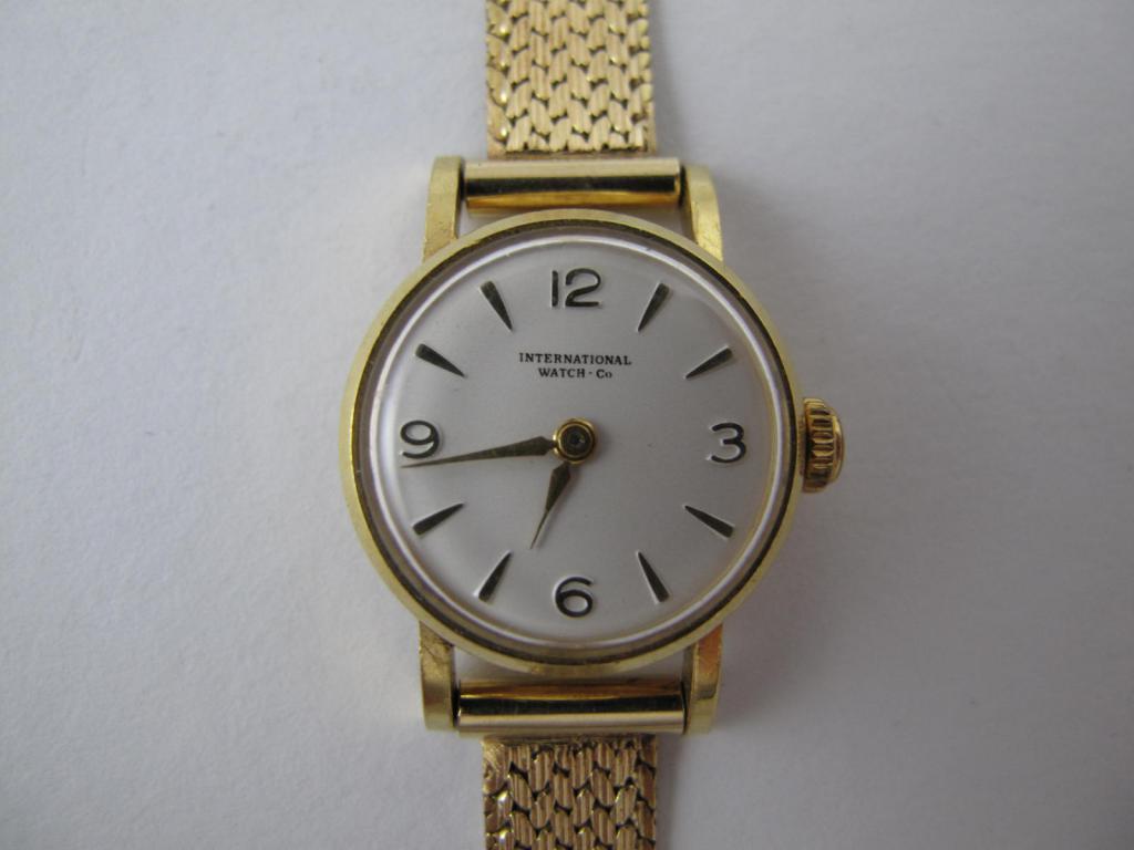 Zlaté náramkové hodinky IWC SCHAFFHAUSEN - Antik-hodinky.cz - zlaté ... 70edf526c09